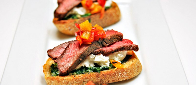 Pan Grilled Steak with Crostini and Pesto
