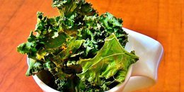 Lemon Garlic Kale Chips