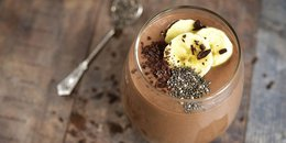 EASY Chocolate-Almond Banana Smoothie