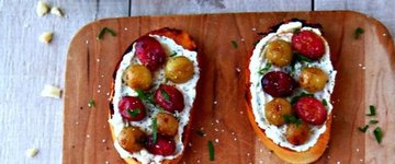 Roasted Grapes Crostini