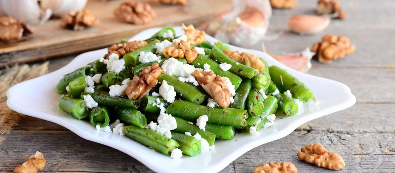 Green Beans with Walnuts and Onions
