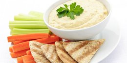 Hummus, Crackers & Carrots
