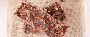 CHOCOLATE NUT AND SEED ENERGY BARS