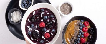 Blackberry Coconut Smoothie Bowl