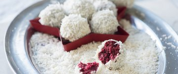 No-Bake Vegan Red Velvet Snowball Cookies