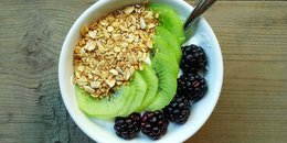Kiwi Blackberry Yogurt Bowl (RTZ Version)