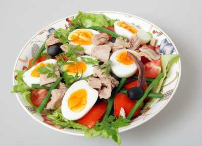 Nicoise Salad with Seared Tuna and Mung Beans