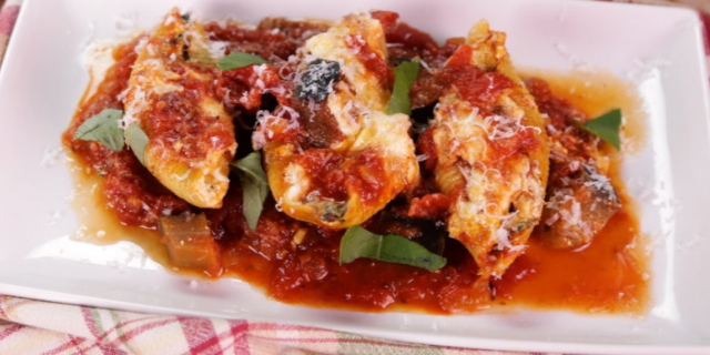 Stuffed Shells with Pomodoro Sauce and Salad