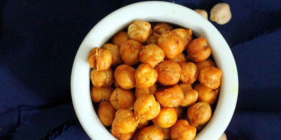 Roasted Chickpeas with Turmeric and Chili