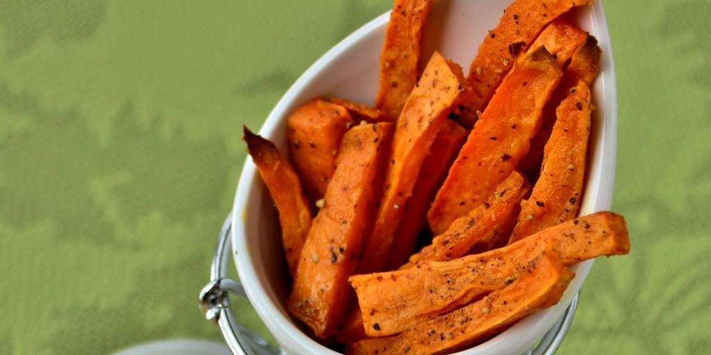 Spicy Sweet Potato Fries With Curry Sauce